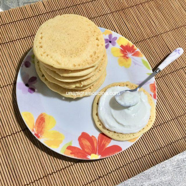Pancakes proteici con farina di ceci