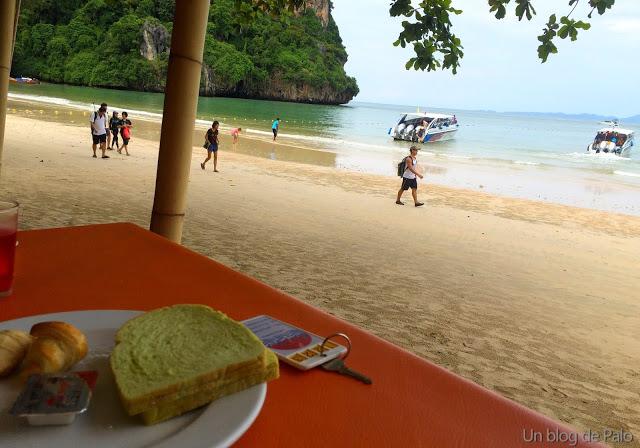 Desayuno en la playa en el Sand Sea Resort