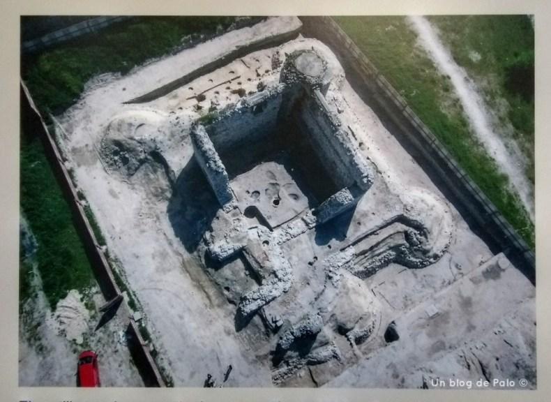 Vista aérea del estado del Castillo en los años 2000, paneles informativos
