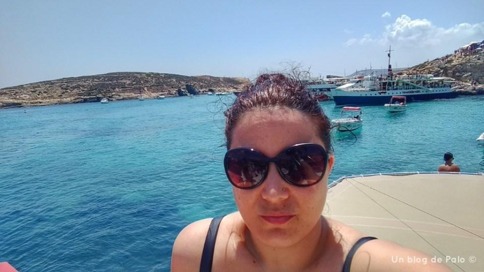 Palo en el barco en la isla de Comino