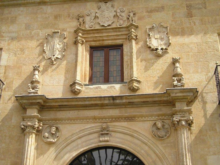 Fachada del Palacio de Garcigrande