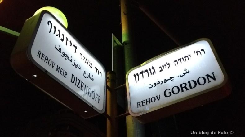 Señales de varias calles en Tel Aviv