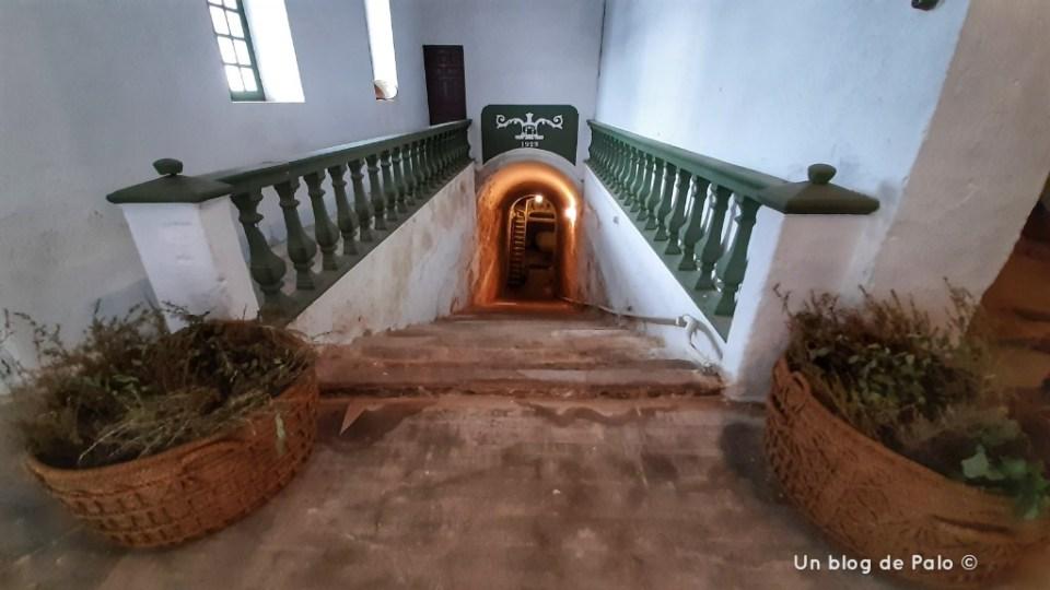 Acceso a la cueva de la antiguo bodega familia Perales