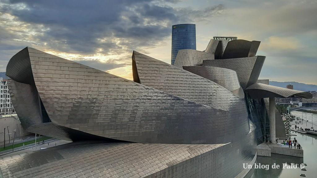 Vista exterior del museo desde el puente