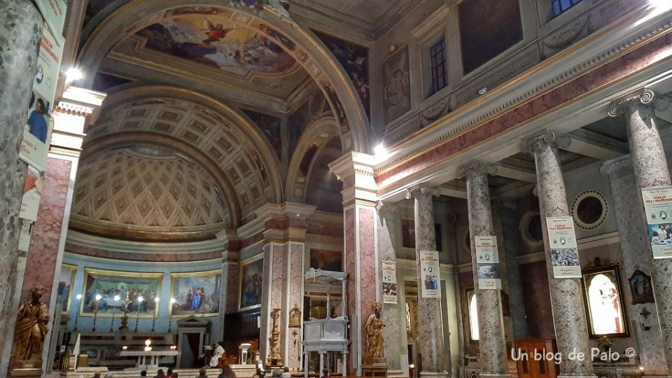 Interior de la catedral de Caserta