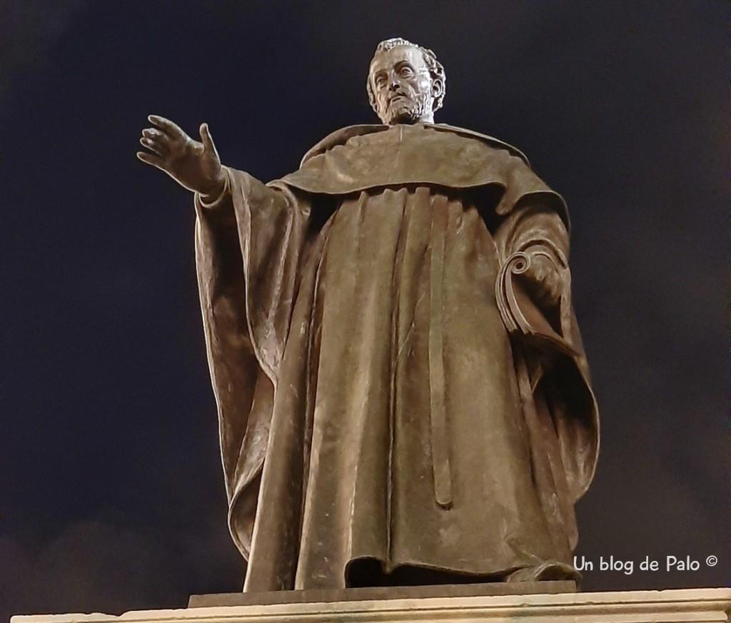 Fray Luis en el Patio de Escuelas Mayores en Salamanca