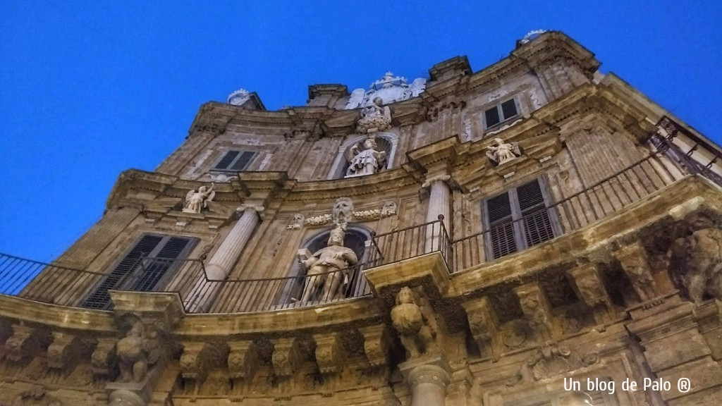 La Piazza dei Quattro Canti de noche