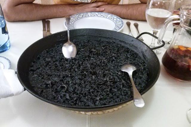 Arroz negro en el restaurante La Riuà