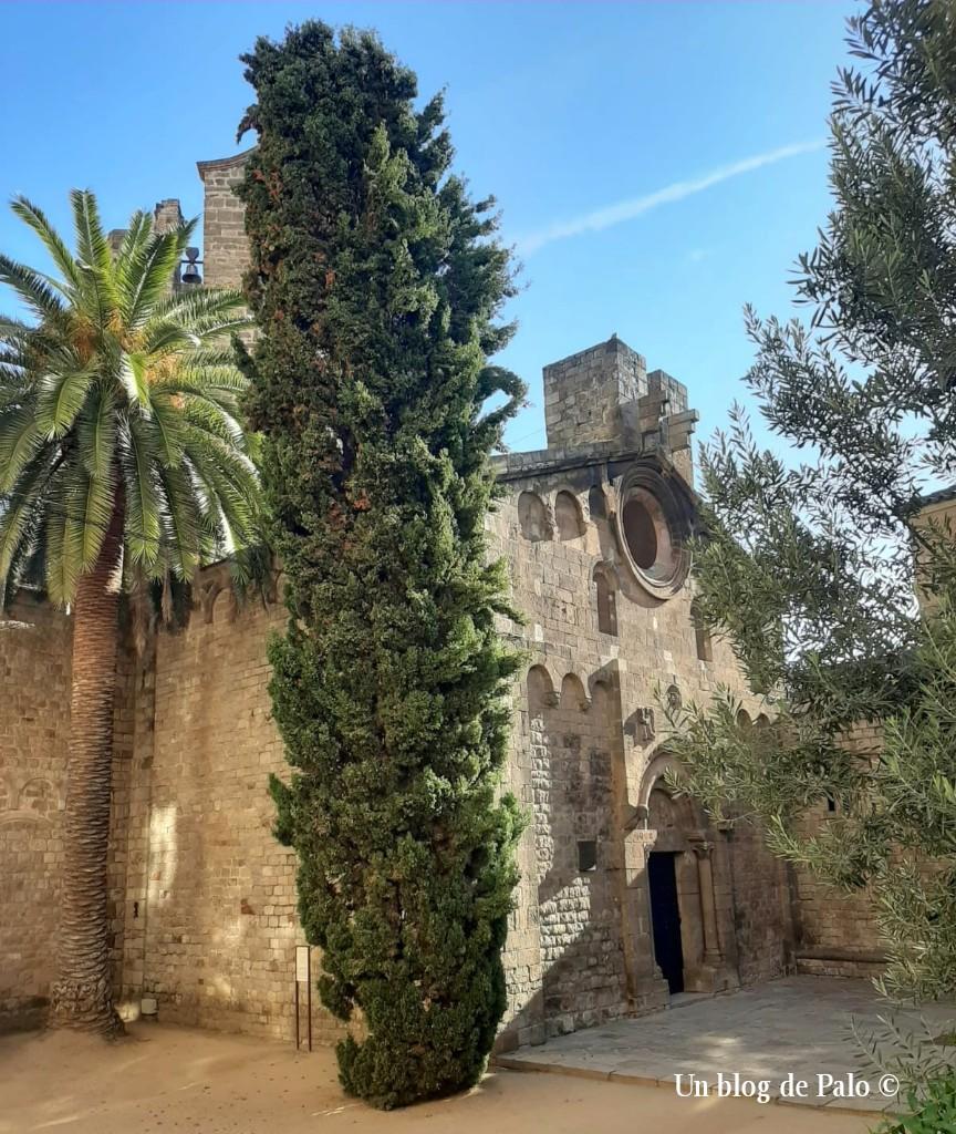 Iglesia románica en el centro de Barcelona