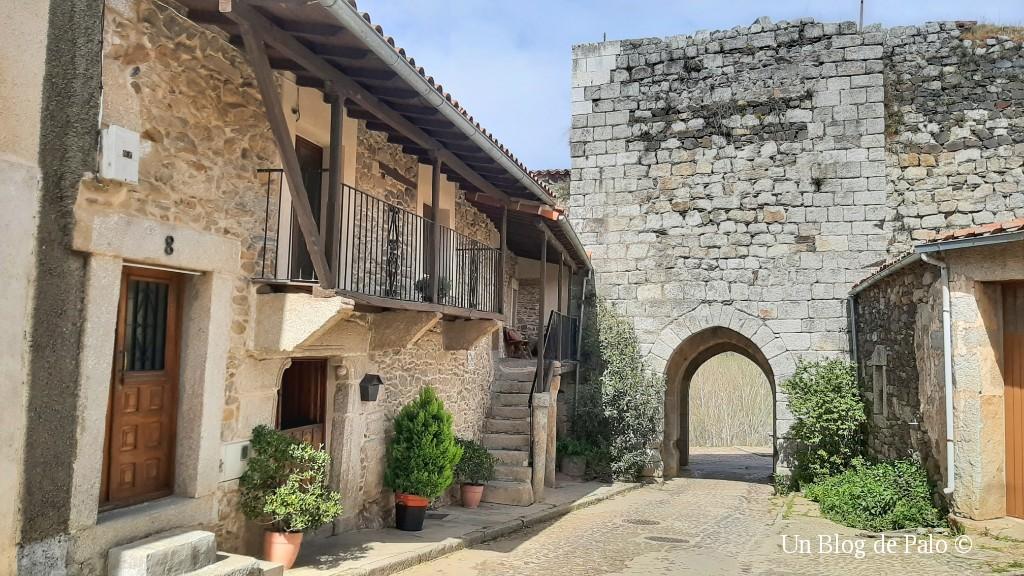 Puerta de la Villa y casas
