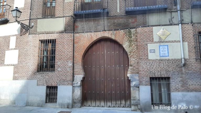 Fachada medieval del Palacio de los Lujanes