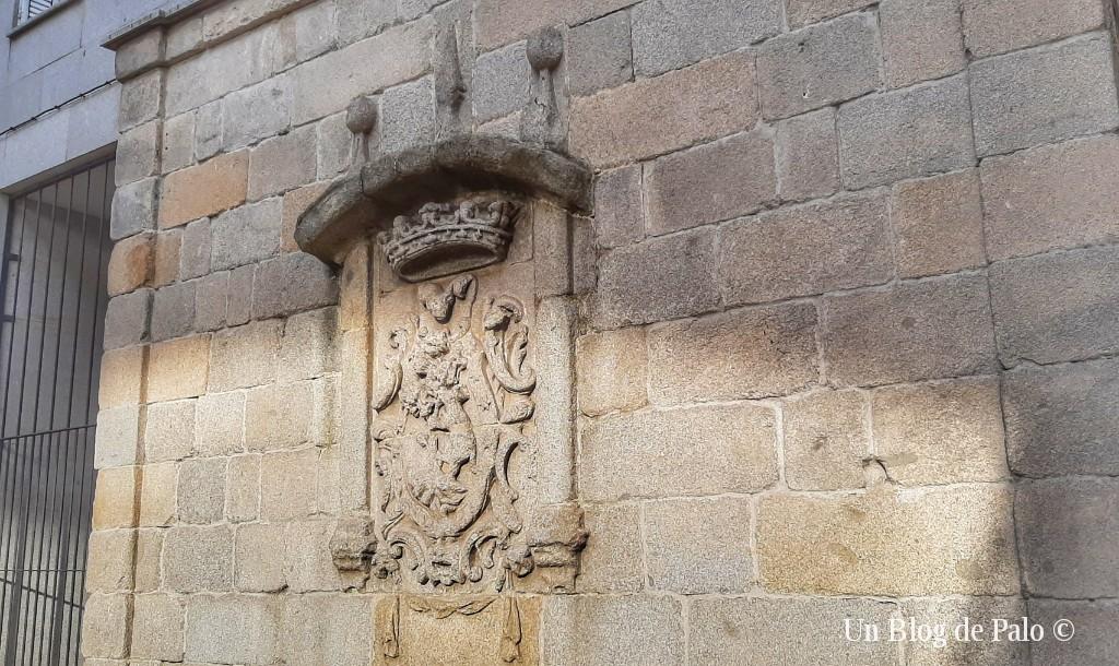 Escudo de la Casa del Pastor en la Calle Segovia
