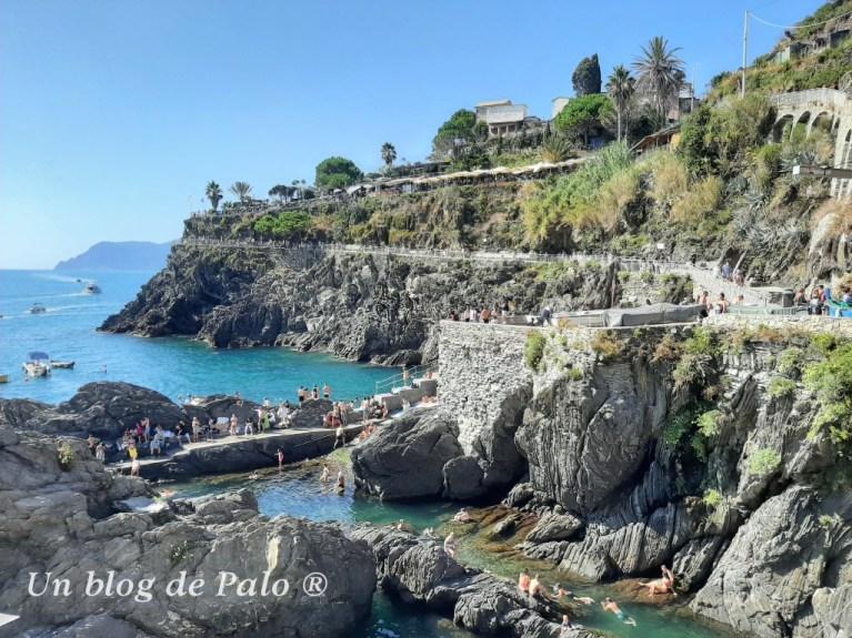 Si visitas Cinque Terre lo óptimo es el tren... el terreno es escarpado