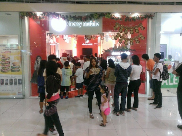 """Cherry Mobile store in SM during the holidays. Talk about """"dumog"""""""