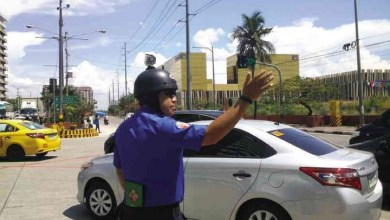 Photo of MMDA Traffic Enforcer Straps Action Cam On His Head To Deter Road Bullies