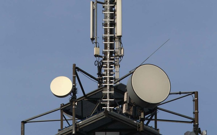 ORANIENBURG, GERMANY - APRIL 13: A telephone mast with multi antennas is pictured on April 13, 2010 in Oranienburg, Germany. Deutsche Telekom (T-Mobile), Vodafone, Telefonica's O2 and KPN (E-Plus) are the four local operators bidding in the auction for the new mobile-phone frequencies for the next-generation mobile technologies such as Long Term Evolution (LTE). (Photo by Andreas Rentz/Getty Images)