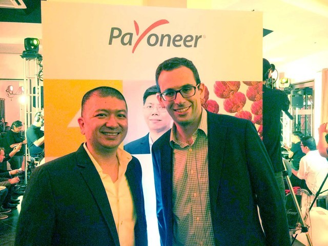Payoneer's Country Manager for the Philippines, Miguel Warren (left) and its global Vice-President for Marketing Johnny Steel celebrate the opening of its new Philippine office in Bonifacio Global City on September 22. Photo by Chris Schnabel/Rappler