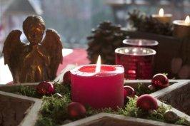 Centre de table en bois pour Noël au naturel.