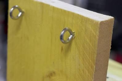 fixations pour accrocher le nichoir