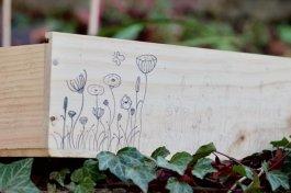 Flowers doodle sur ma boîte à graines