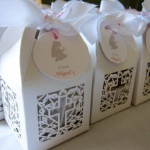 Favor boxes containing her favourite chocolates, Minstrels