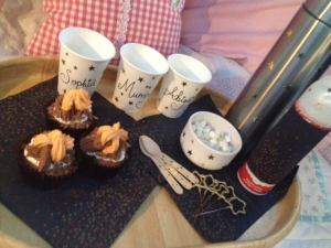 bonfire-night-hot-chocolate-squirty-cream-marshmallows-and-firework-night-cupcakes