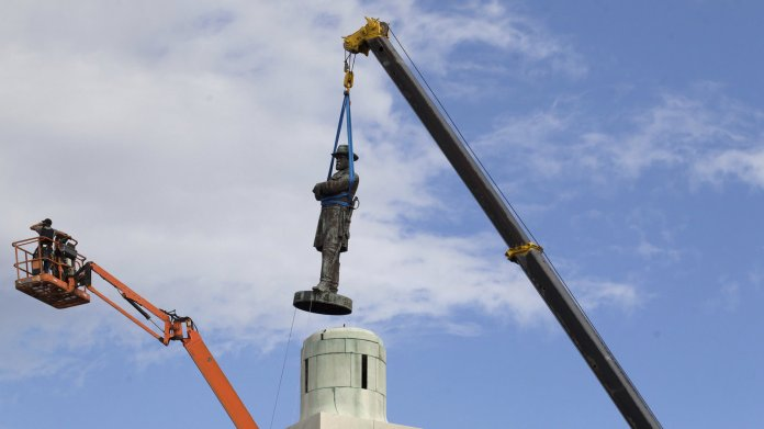 A confederate statue is removed
