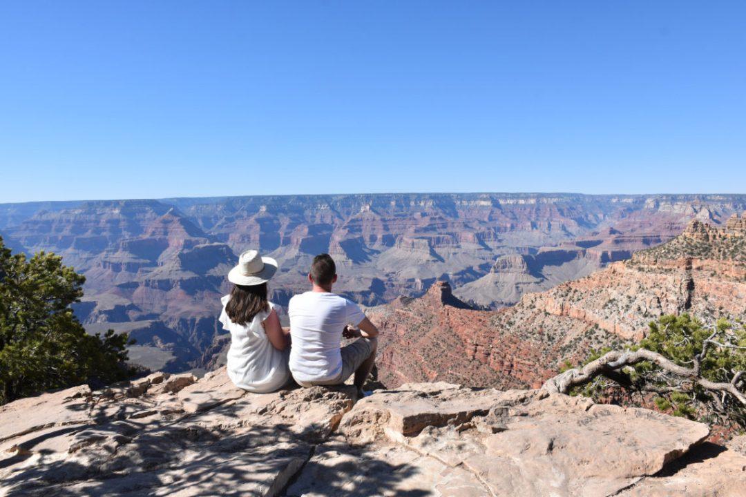 un couple au grand canyon