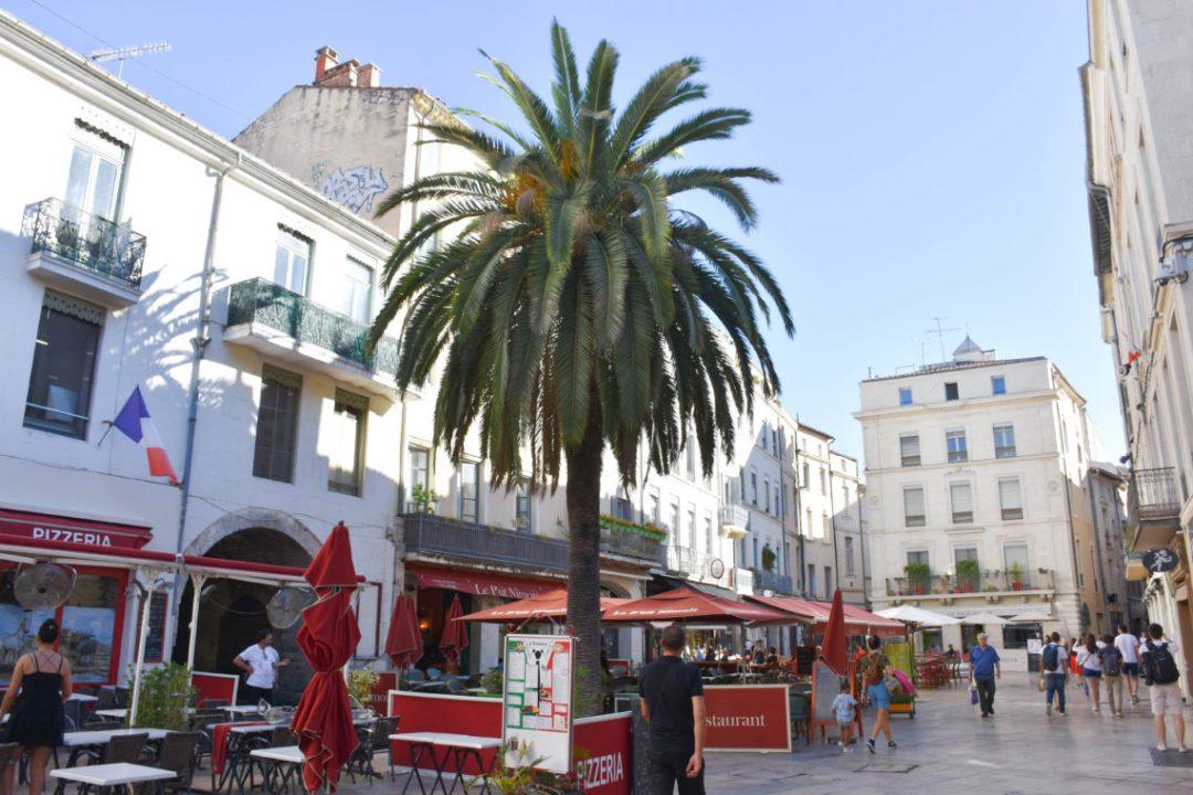 Place du marché à Nimes