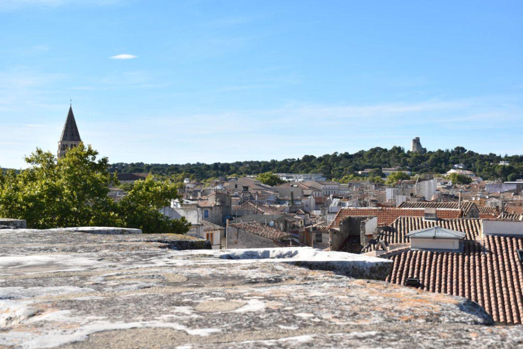 vue sur la ville de nimes avec la tour magne