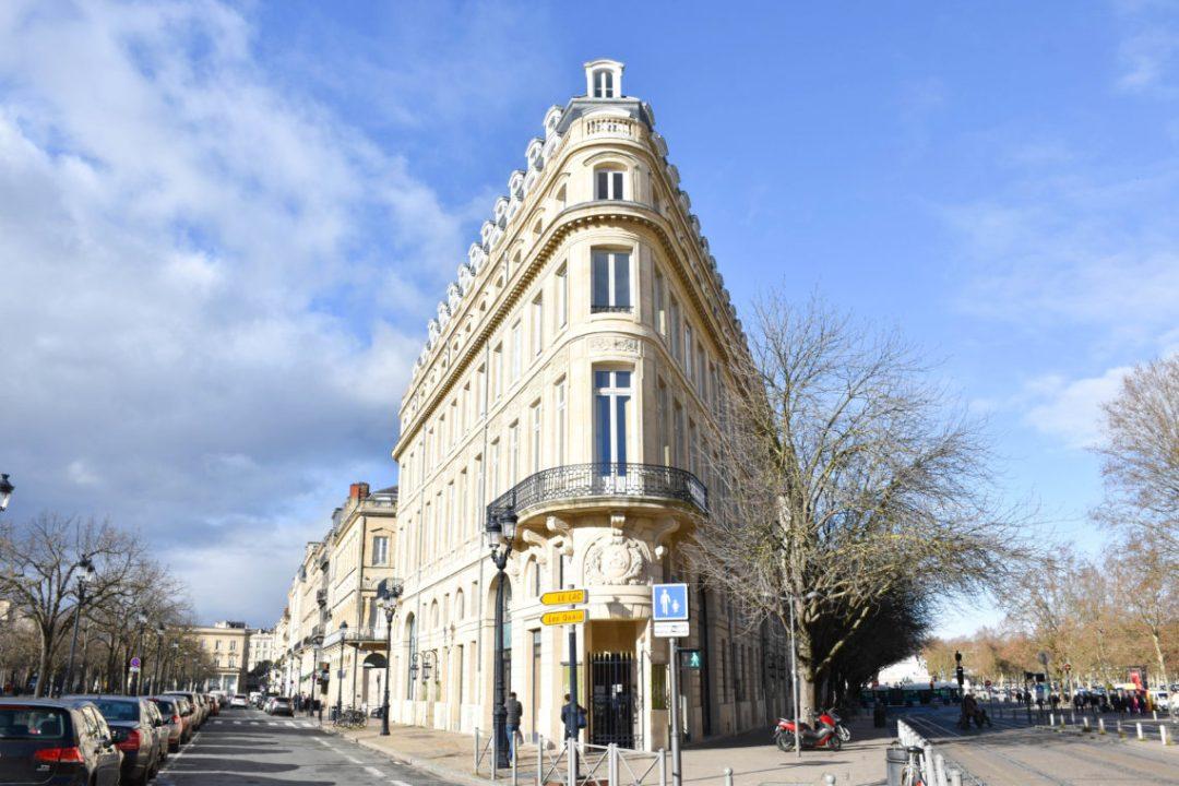 Maison Gobineau, bar à vin Bordeaux_ flatiron building Bordeaux_un couple en vadrouille