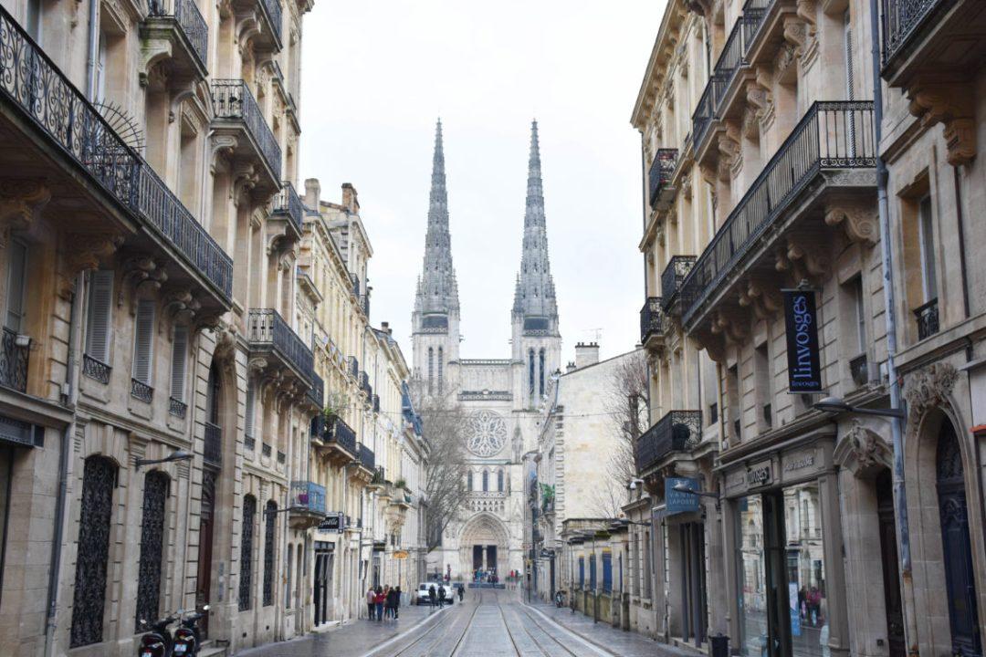 Cathedrale St André de bordeaux par un couple en vadrouille