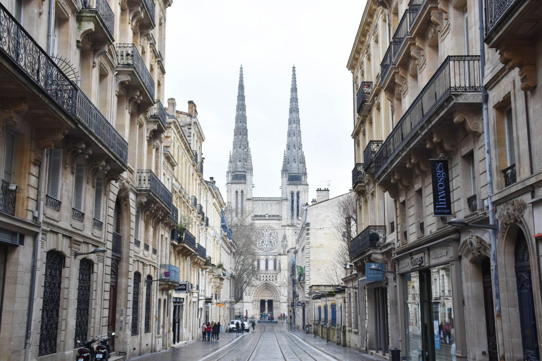 Cathedrale St André de bordeaux par un couple en vadrouille