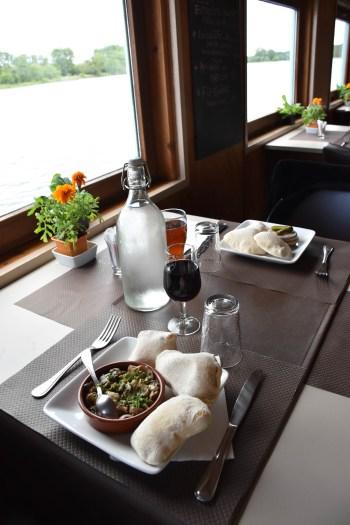 Dejeuner à l'aigue marine_peniche montsoreau