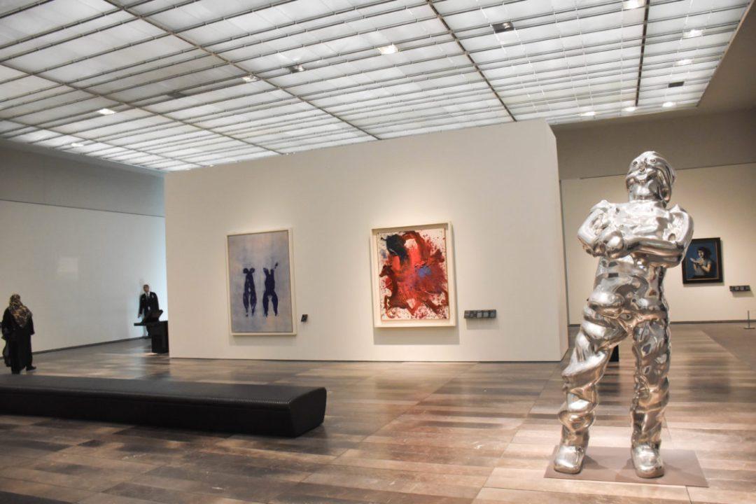 Sculpture moderne musée du louvre de Dubai
