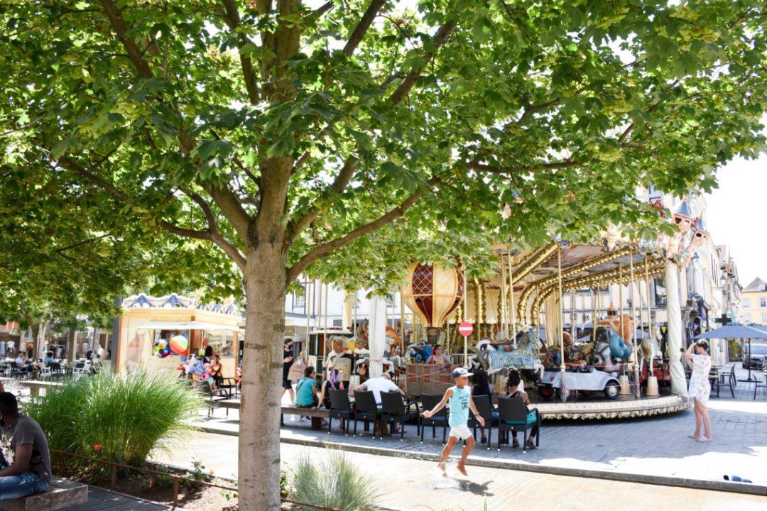 Centre ville de Troyes avec manège