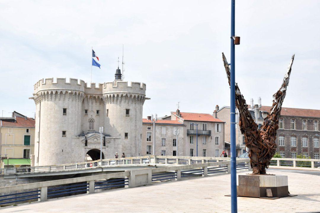 Porte Chaussée à Verdun et monument