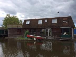 Schöne Häuser auf oder an dem Wasser