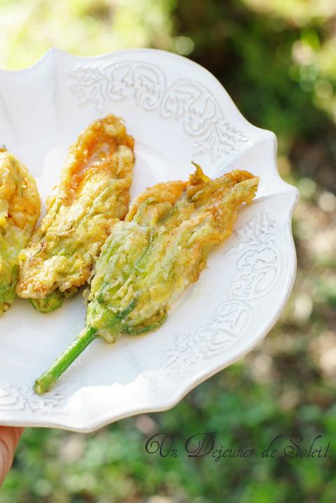 Fleurs de courgette farcies à la mozzarella (en beignet) comme à Rome - Stuffed zucchini flowers