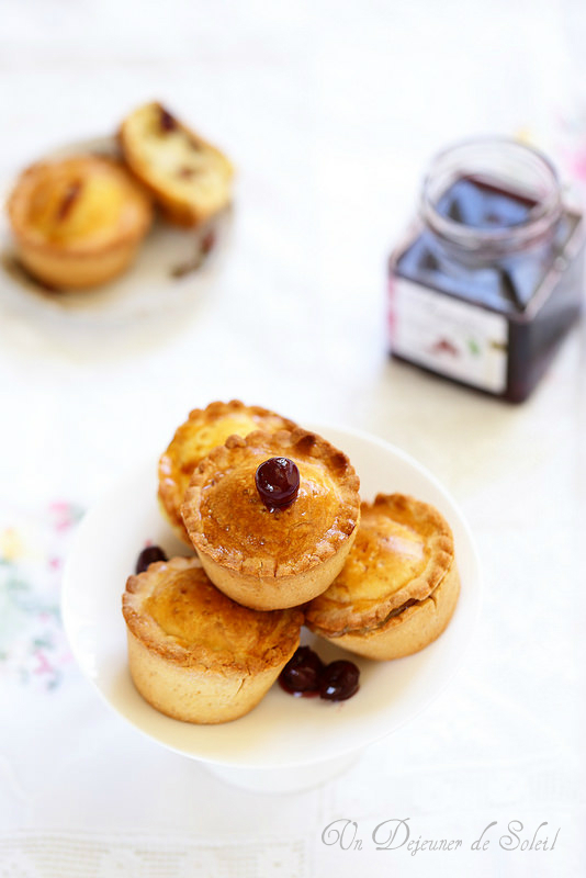Bocconotti à la crème pâtissière et aux griottes