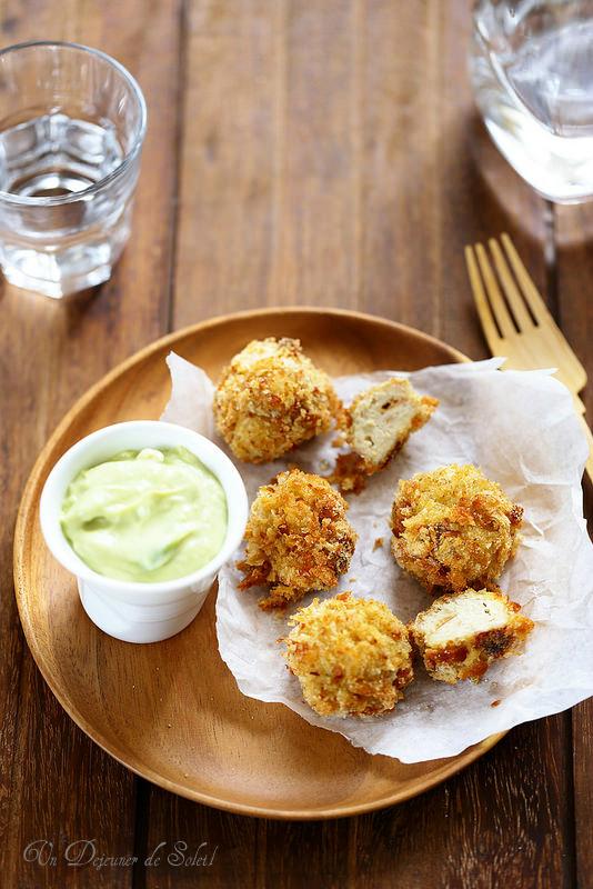 Boulettes de poulet au jambon blanc, sauce avocat yaourt - Un déjeuner de soleil