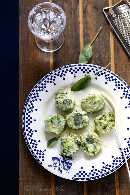 Gnudi (gnocchi ou ravioli nus de ricotta épinards typiques de Toscane)