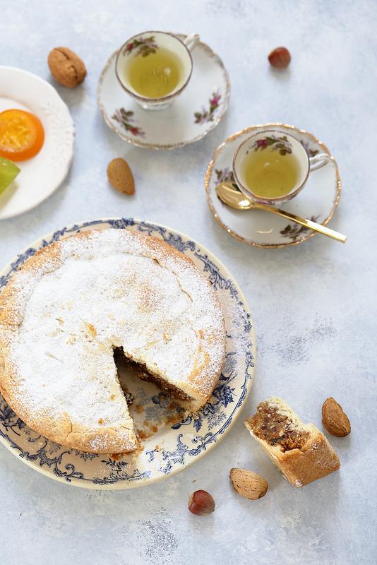 Spongata, tarte italienne aux fruits secs et confits typique de l'Emilie Romagne et de Noël
