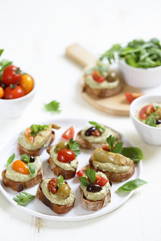 Crostinis thon olives antipasti