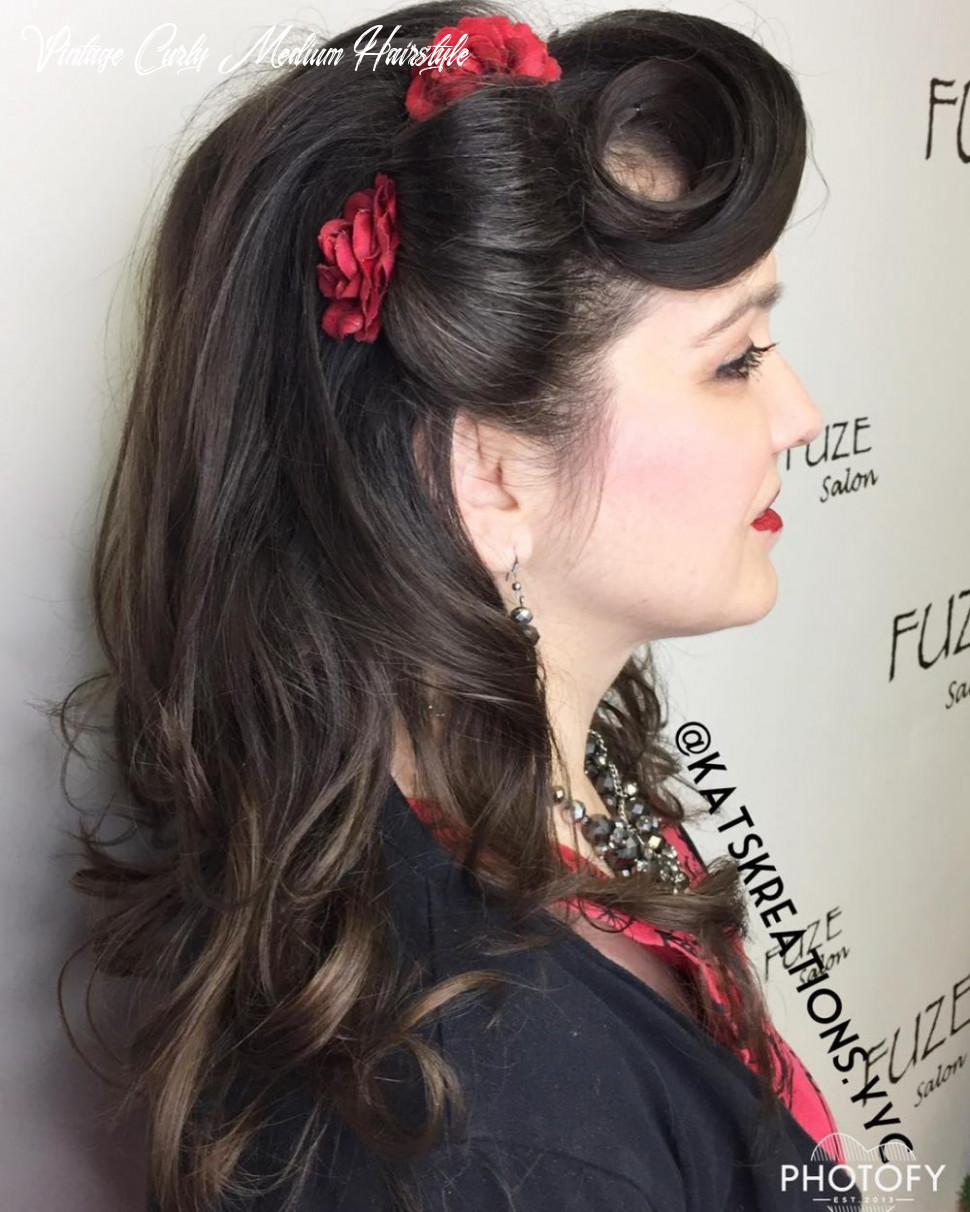 """11 pin up hairstyles that scream """"retro chic"""" (tutorials included) vintage curly medium hairstyle"""