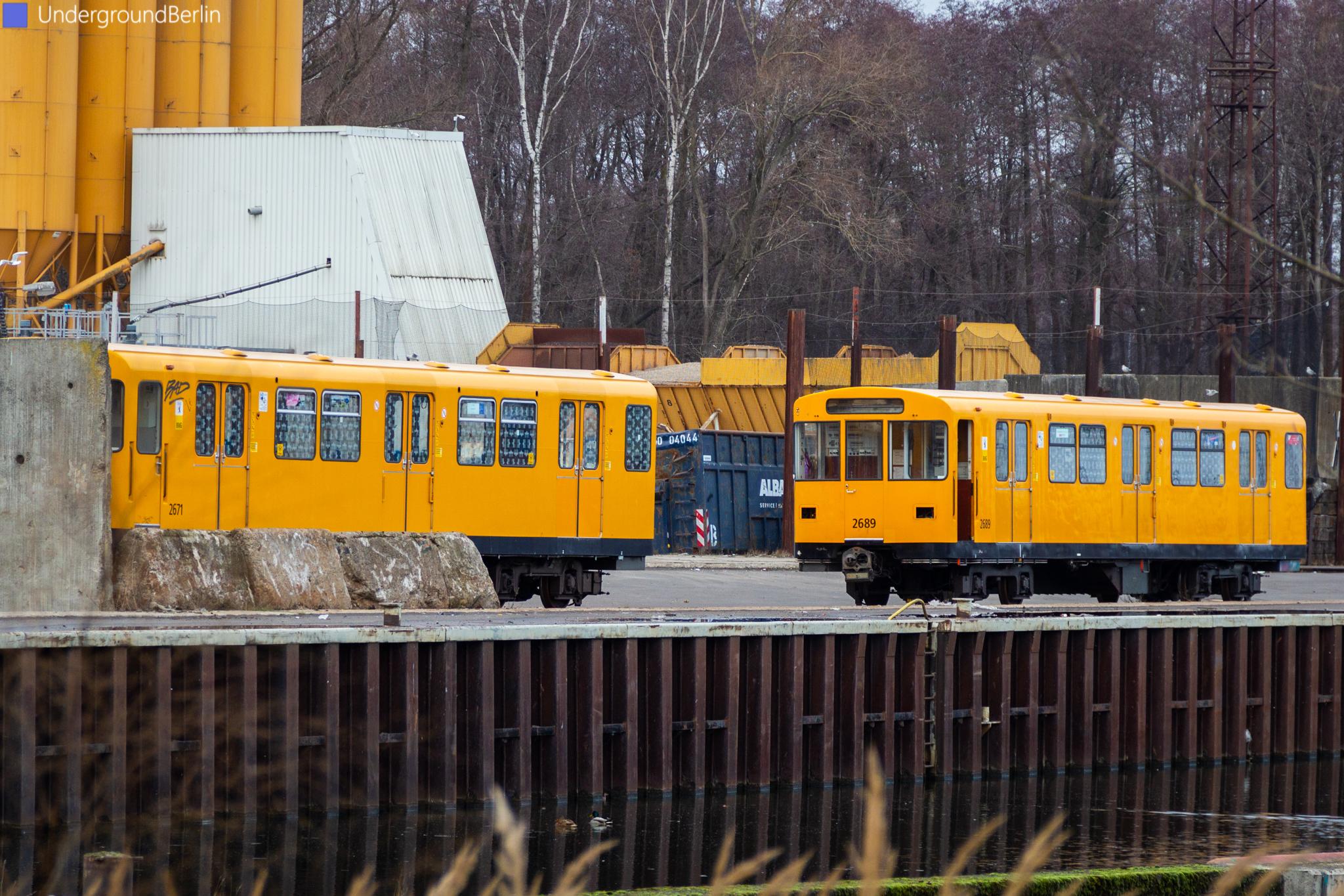 F79-Wagen 2671 und 2689 am Schrottplatz