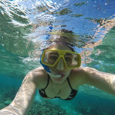 在巴拉德罗海滩潜水