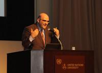 基調講演を行うUNDPのサバ・ソバーニ (C)UNDP Tokyo