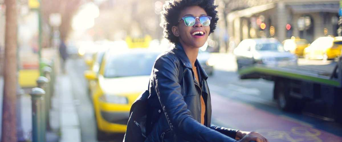 A young black woman traveling ©   Bauce Mag
