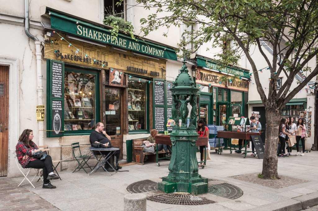 Shakespeare & Company in Paris | © Sergio Hernan Gonzalez/Shutterstock